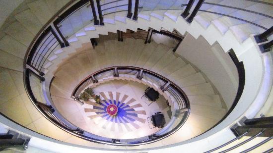 Hotel Krishna: hotel staircase