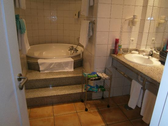 Sunwing Fanabe Beach: Our bathroom, to many ant's but otherwise lovely