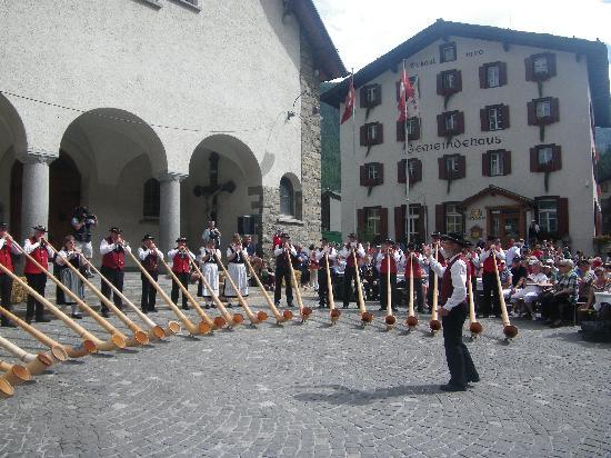 Zermatt, Switzerland: Alpenhorn concert