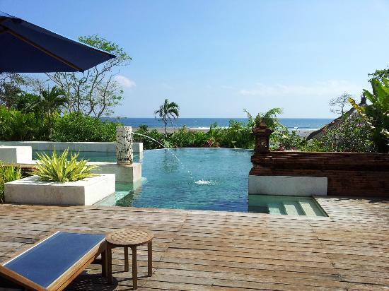 Angin Sepoi Resort: La piscine avec vue sur mer