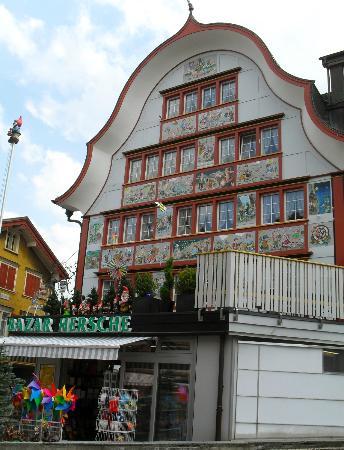 Baeren - Das Gaestehaus: Village d'Appenzell(AI)...plein de charme et haut en couleurs