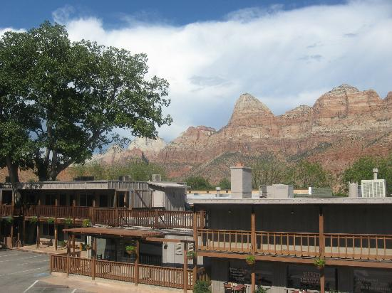 Historic Pioneer Lodge: A View towards teh Canyon!