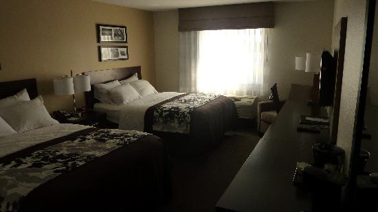 Sleep Inn & Suites: Two Queen Room