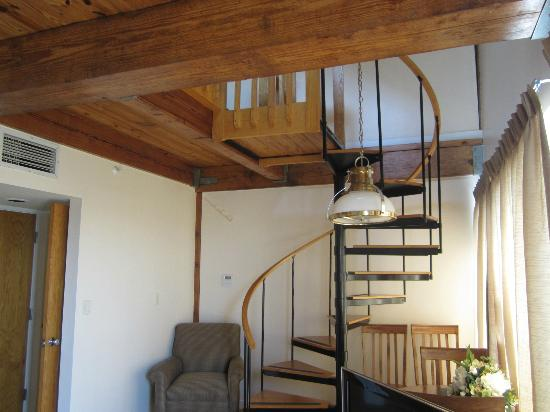 Newport Bay Club & Hotel: Spiral stairs to the upstairs