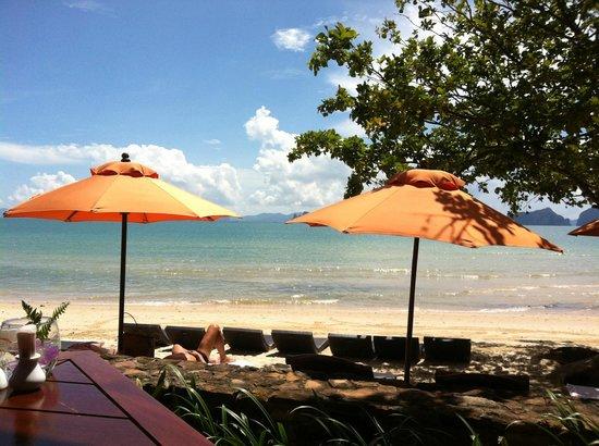 Amari Vogue Krabi: Hotel beach