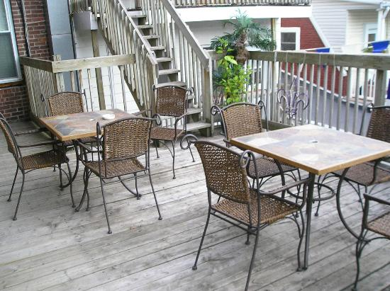 Couette et Cafe a la Quebecoise: Back Porch
