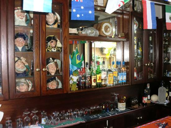 Hilltop Manor Bed & Breakfast: The PUB