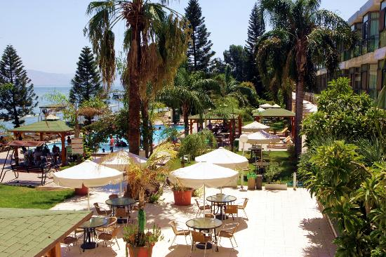 Ron Beach Hotel: beautiful garden