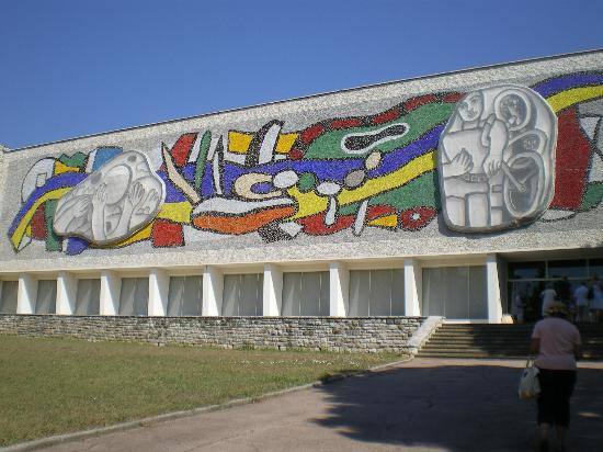 Musee National Fernand-Leger: Front of museum