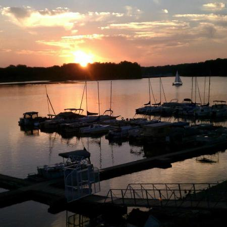 Rick's Cafe Boatyard: Sunset at the Boatyard