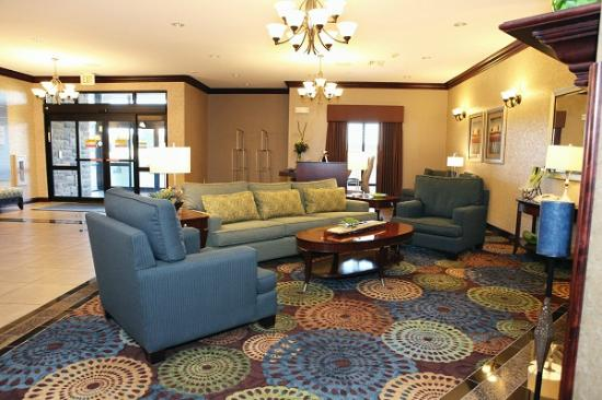 Holiday Inn Express & Suites - Medical District: Welcoming Lobby