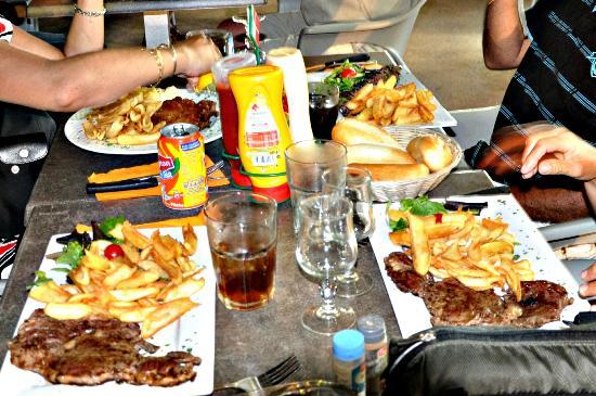 L'eden Cafe : Entrecôte et brochettes frites a ne pas manquer