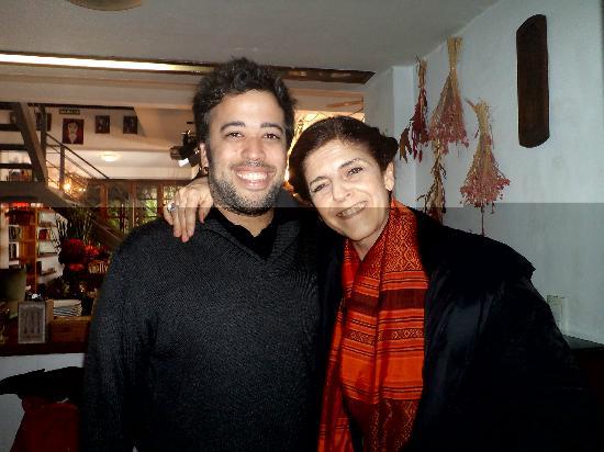 Jam Suites Boutique Hotel: Lucho junto a Cristina Vanegas en el lobbi del Jam Suites
