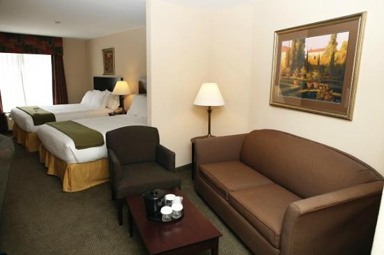 Holiday Inn Express & Suites - Medical District: Double queen guest room