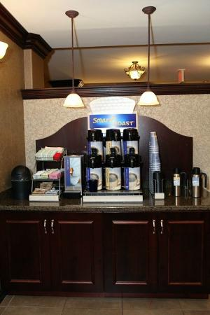 Holiday Inn Express & Suites - Medical District: Complimentary Coffee Station