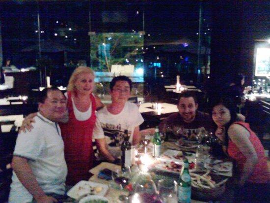 Trattoria Kuningan Jakarta: famiglia ed amici