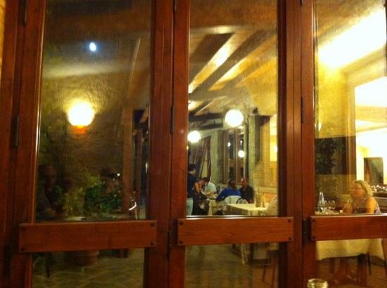 Ristorante Il Cerro : veranda esterna da dentro