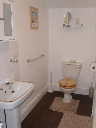 St Michael's Guest House: Family Bathroom