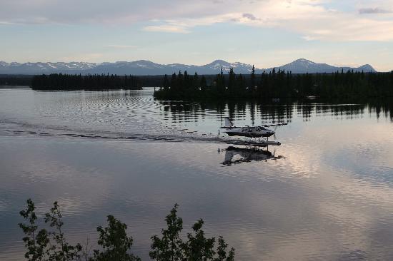 Stewart's Lodge & Camps : floatplane on the lake