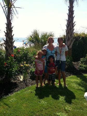 Grande Shores Ocean Resort: Beautiful landscaping!