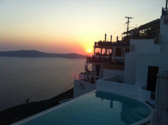 Cosmopolitan Suites Hotel: Puesta de sol desde la piscina