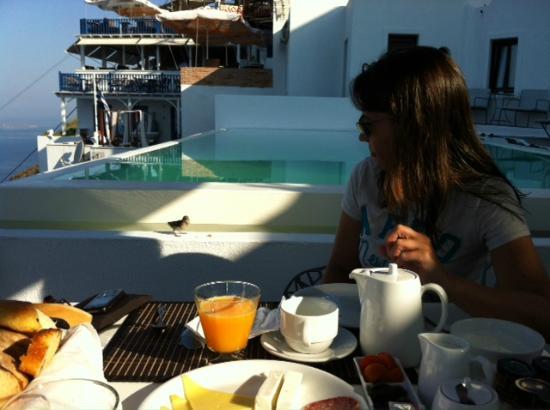 Cosmopolitan Suites Hotel: Desayunando en la terraza