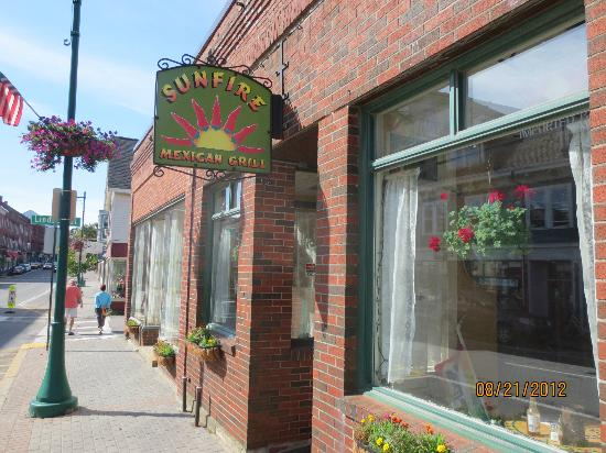 Sunfire Mexican Grill: Entrance