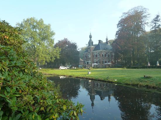 Kasteel de Essenburgh: Het hotel, prachtig gelegen in een park met o.a. herten.