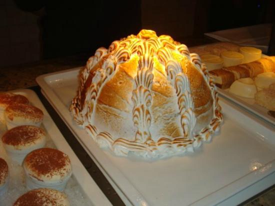 Schlosshotel Fiss: Dessert buffet.