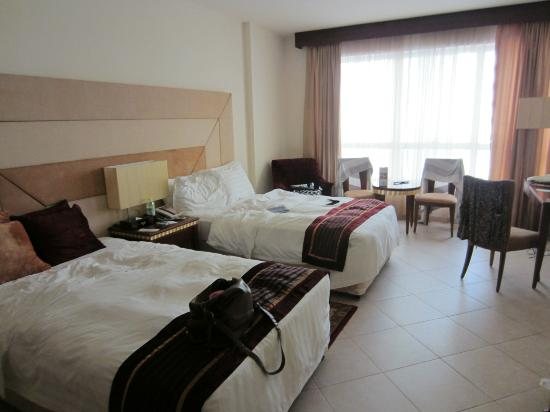 Belvedere Court Hotel Apartments: A room with two single beds