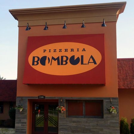 Pizzeria Bombola Burgers & Brews: Front of the restaurant