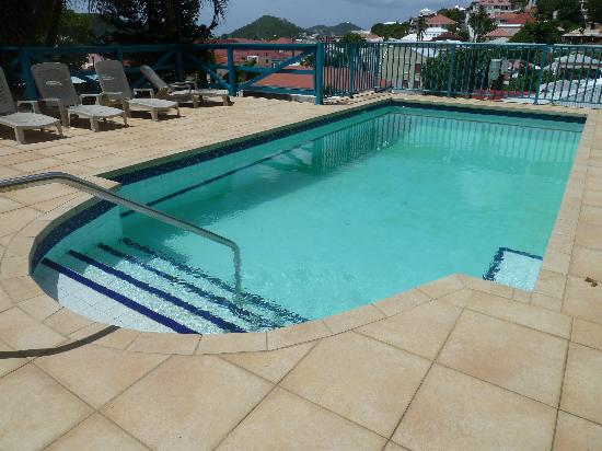 Galleon House Bed & Breakfast: Relaxing pool & sundeck