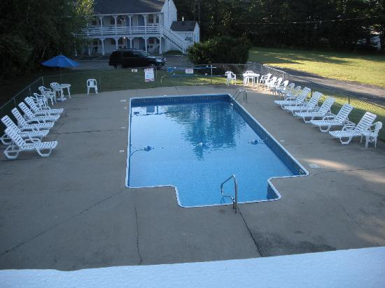 The Yankee Clipper Inn: outdoor pool
