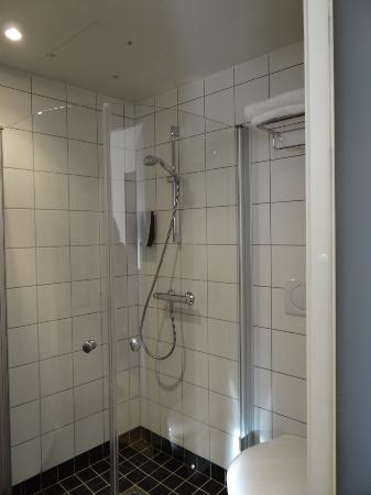 Thon Hotel Alta: baño