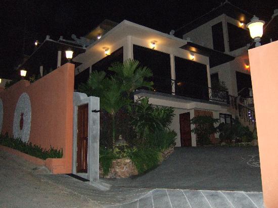 Pema Djougne: L'entrée du ghest house