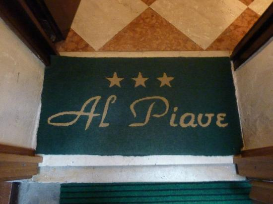 Hotel Al Piave: The floor mat on entering the lobby