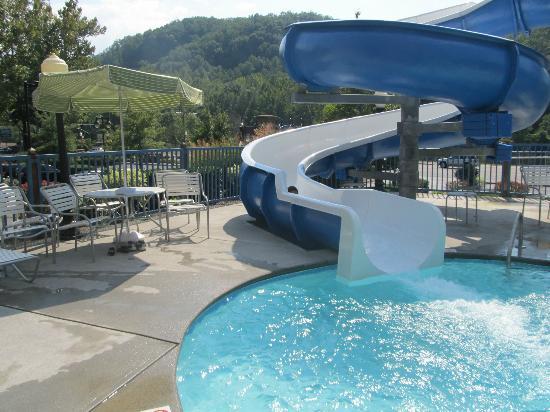 Fairfield Inn & Suites Gatlinburg North: Outdoor pool area