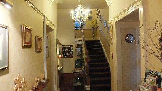 Abbot's Brae Hotel: hallway & wee bar