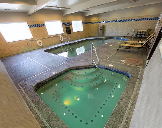 Holiday Inn Express Portland East-Troutdale : Swimming Pool & Spa