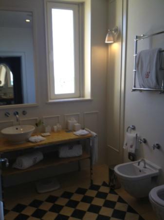 Bairro Alto Hotel: The bathroom