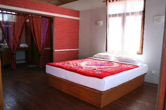 PYI Guesthouse and Restaurant: Bedroom