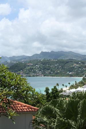 Mount Cinnamon Resort & Beach Club: View from our villa across to St George's