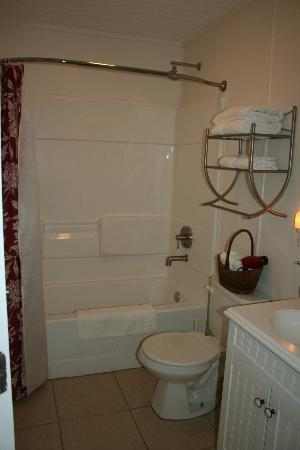 Cypress Creek Cottages: Bathroom