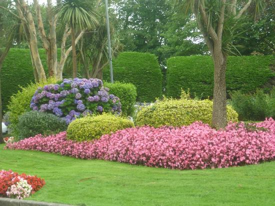 Hendra Holiday Park: Pretty Gardens