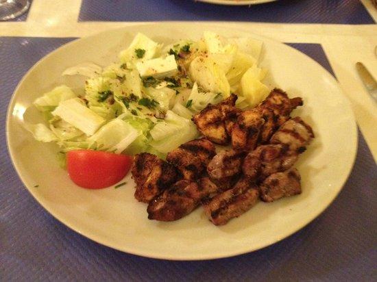 Souvlaki de Mykonos: Brochette with two meats - lamb & chicken