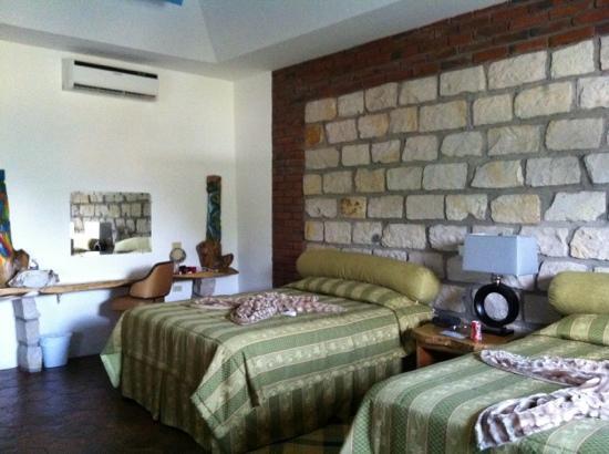 Hotel La Casa De Nery : habitación, muy espaciosa!