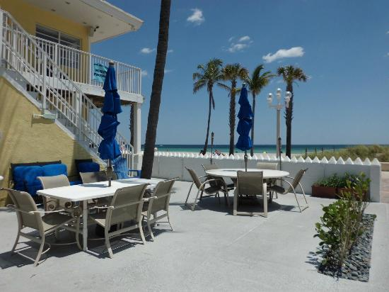 Paradise Oceanfront Hotel: Oceanfront right on the Broadwalk!
