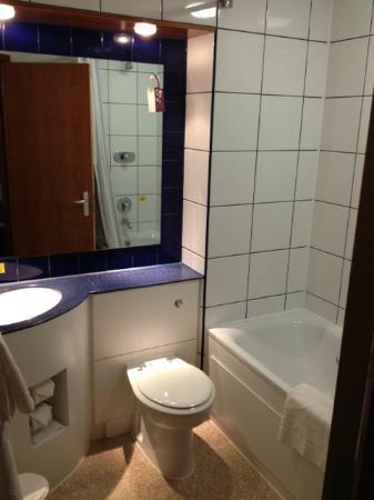 Premier Inn Chelmsford (Boreham) Hotel: Bathroom