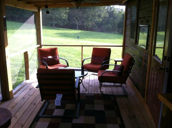 ‪‪Copperhead Lodge‬: Screened Porch