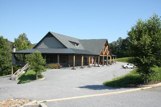 Copperhead Lodge: The lodge